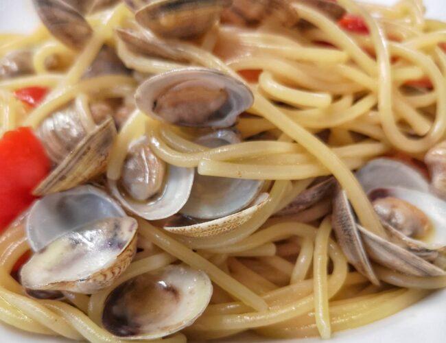 Gli italiani hanno solo due cose per la testa: l'altra sono gli spaghetti. (Catherine Deneuve)